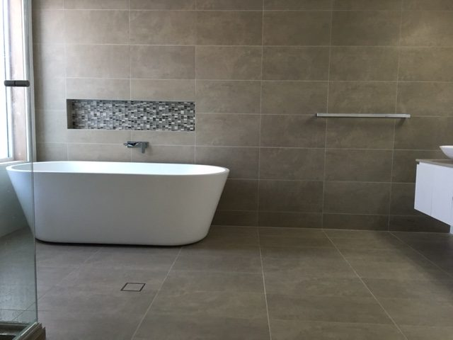 Difference Between Porcelain Ceramic Tile Master Bathrooms