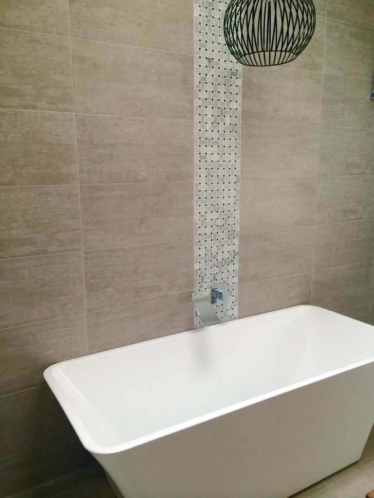 Stunning vertical feature tile adding character to this bathroom - Bathrom renovation by Master Bathrooms & Kitchens.
