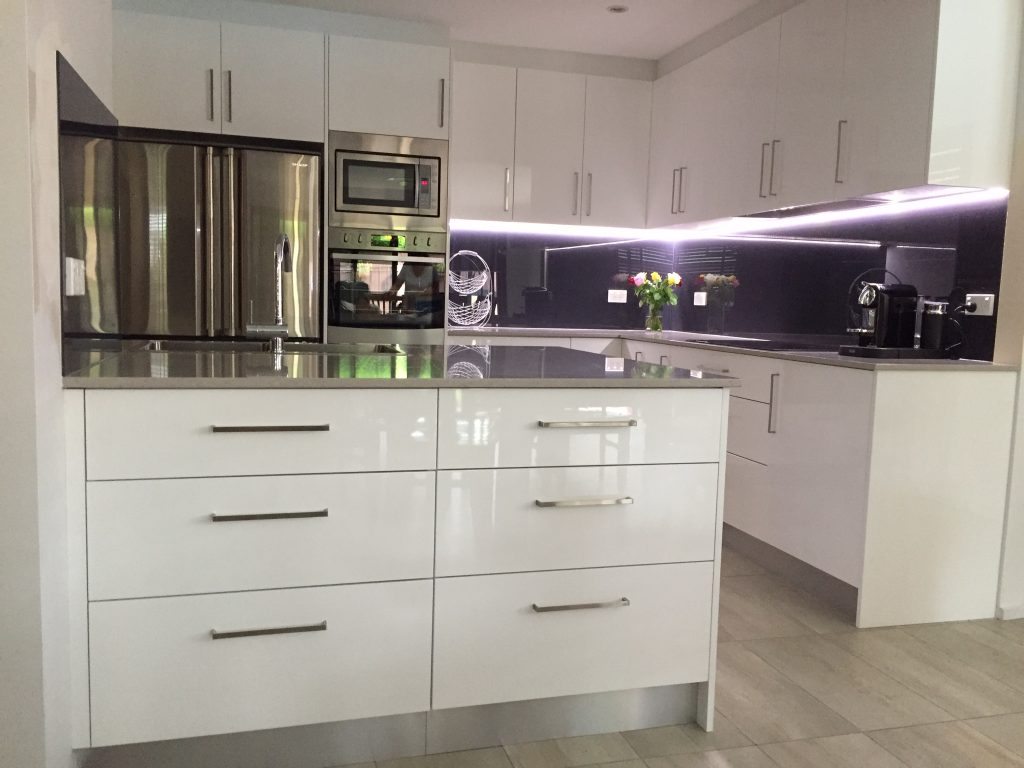 Beautiful white polyurethane cabinets with engineered stone benchtop, glass splashback and stainless steel appliances.