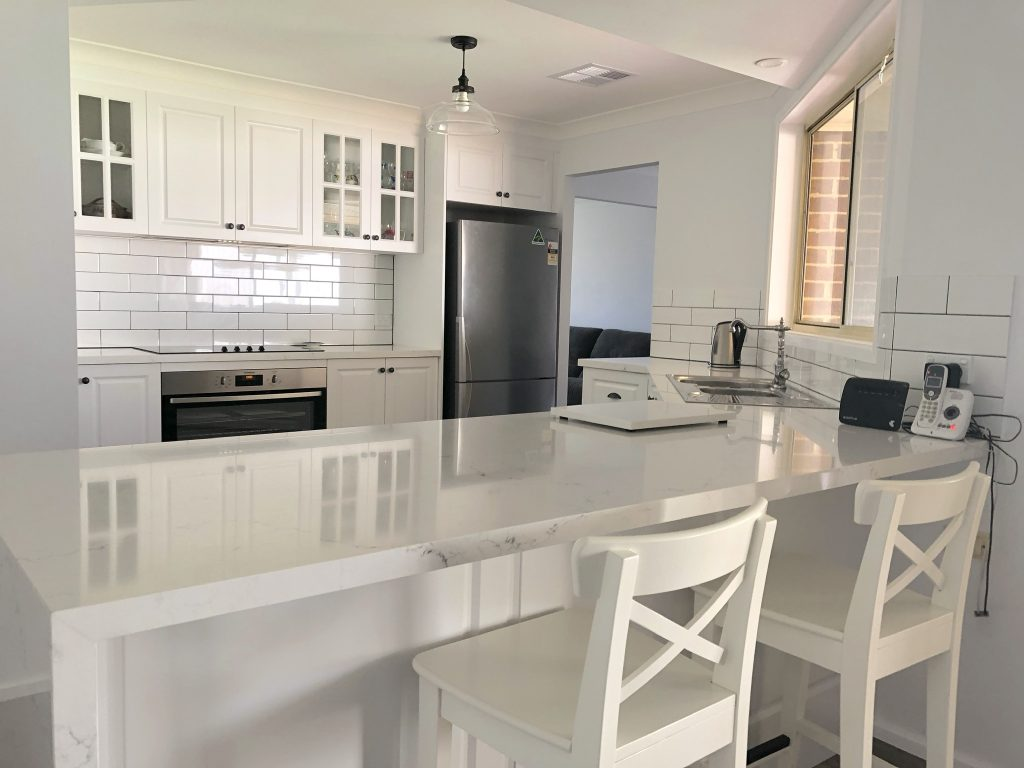 Timeless white Hamptons style kitchen - kitchen renovation by Master Bathrooms & Kitchens