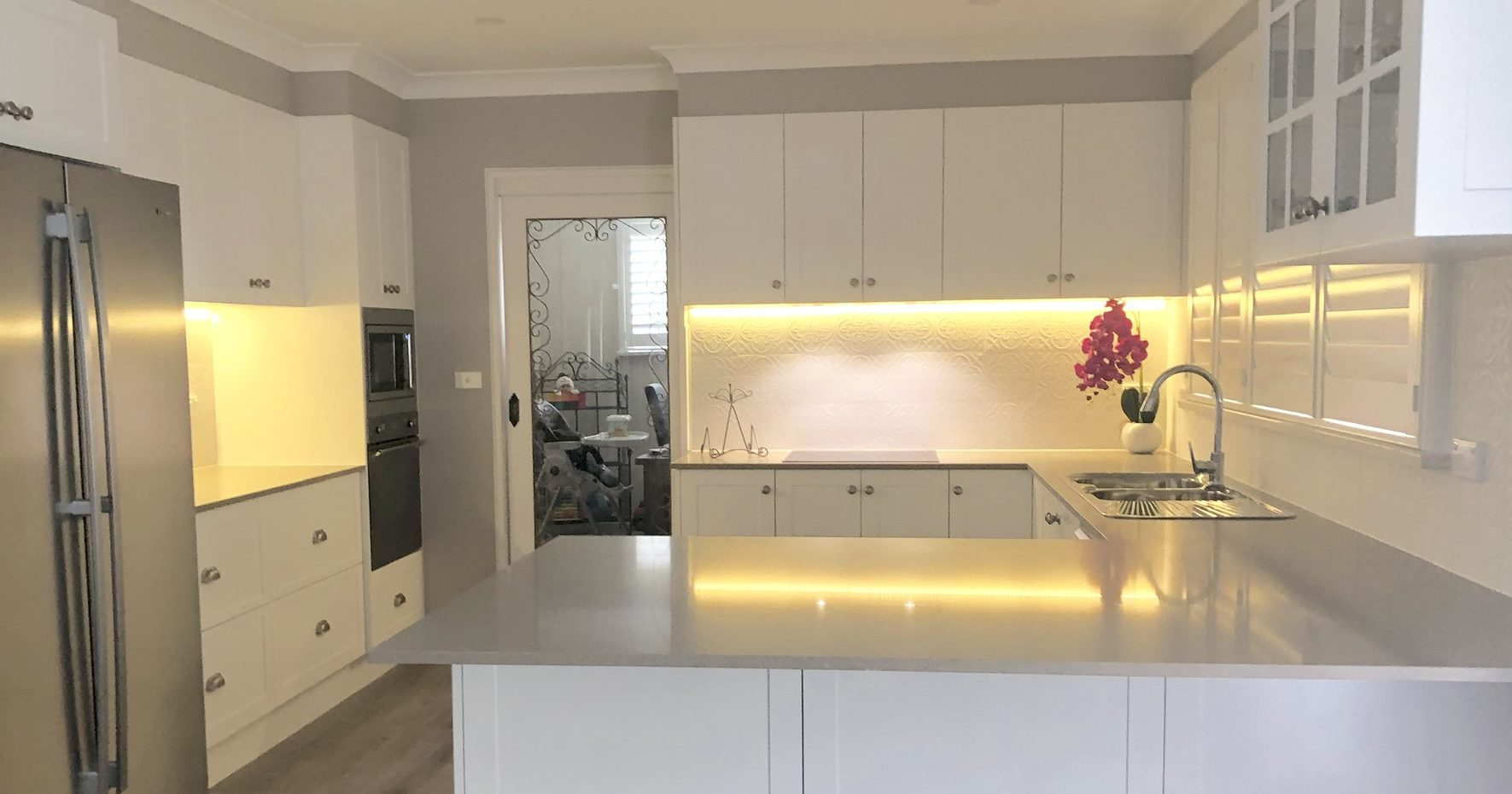 G shaped kitchen with an abundance of storage and benchtop space with peninsula cabinet for informal dining - kitchen renovation by Master Bathrooms & Kitchens.